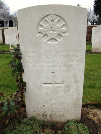 Col Johnson's grave at Sailly-Labourse